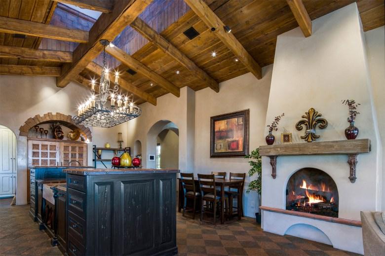 Luxury custom Silverleaf home gourmet kitchen