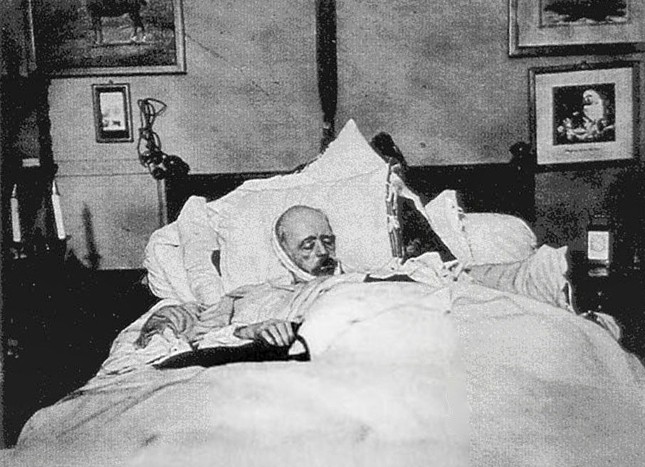bismarck on his deathbed iconic photos. Black Bedroom Furniture Sets. Home Design Ideas