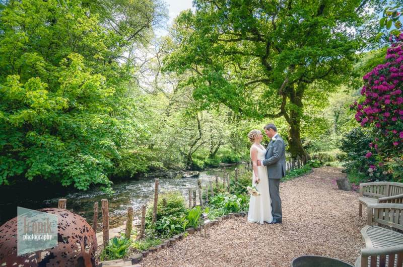 fresh and romantic wedding day photography in Devon