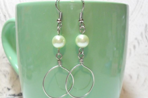 Circle wire wrapped pearl earrings