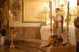 Pendant le chant de l'évangile