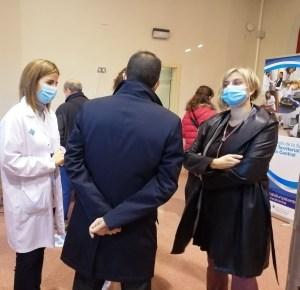 Reunides la consellera, l'alcalde i dues professionals sanitàries