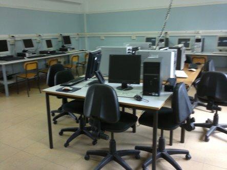 Laboratorio informatica Mavarelli: 10 PC tutti connessi a internet