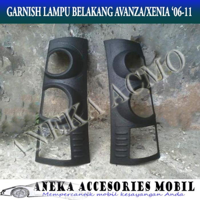 Cover / Garnish / Lamp Guard / Lampu Belakang Mobil Toyota Avanza