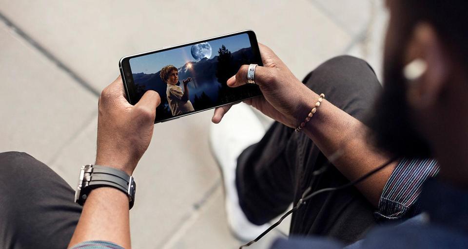 Samsung A8+ 1.jpg