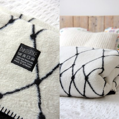 """Napping like a pro with """"The Grid"""" blanket by BastisRIKE"""