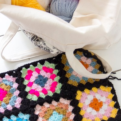 Baby blanket with a twist