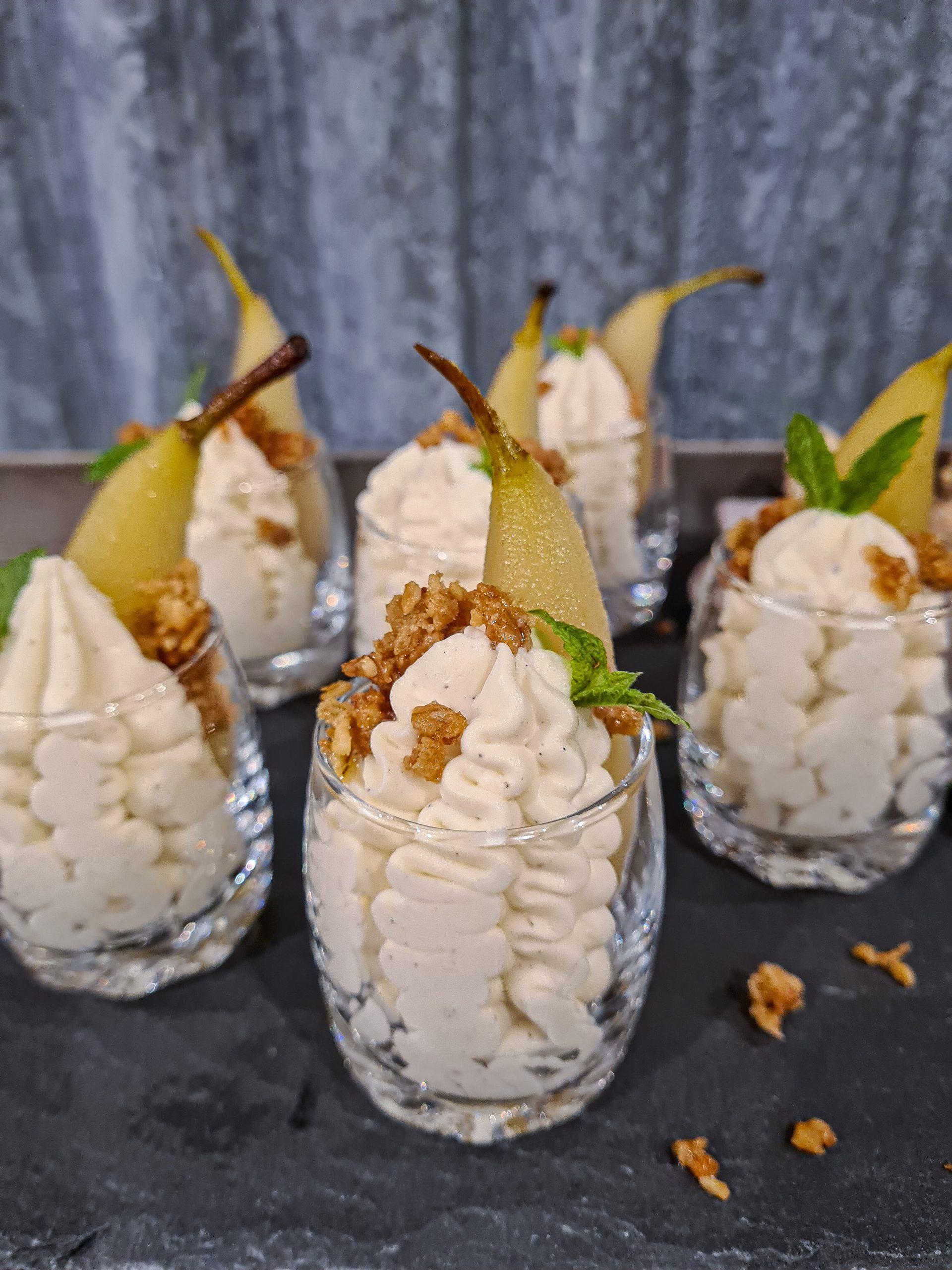 Vispad vaniljpannacotta med ingefärskokta päron