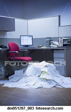 montagne-papier-bureau ~DM051207 003