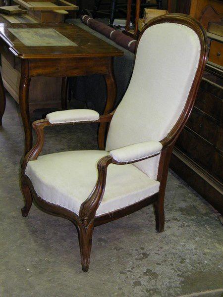 les fauteuils ont des accoudoirs ou accotoirs