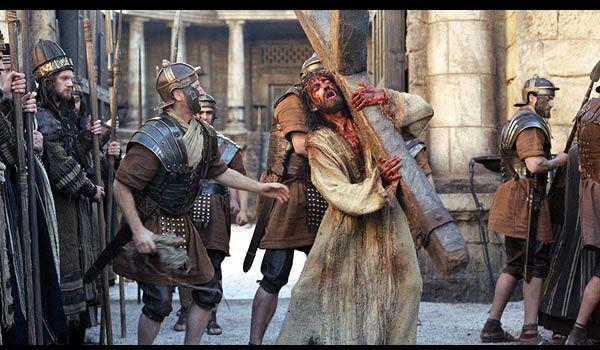 """Résultat de recherche d'images pour """"jésus portant sa croix"""""""