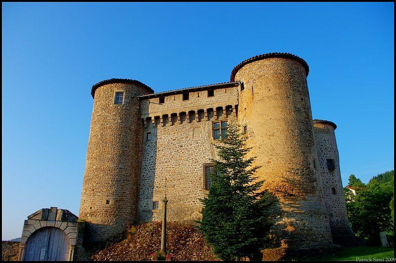 Le Chateau De Chalmazel 42 Au Lever Du Soleil Les