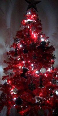 sapin-rouge-blanc-argent-2010-fier-sapin-noel_485157.jpg
