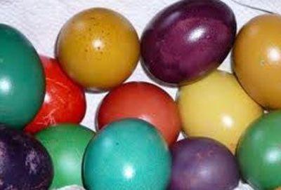 Peindre les oeufs de Pâques