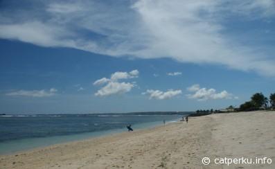 Turtle beach, where surfers test their adrenaline!
