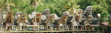 This is Kete Kesu, a tourist village where we can see the traditional customs and life of the Toraja people! via @shaytheglow
