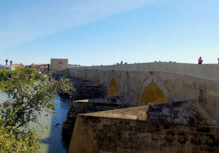 jembatan puente romano cordoba