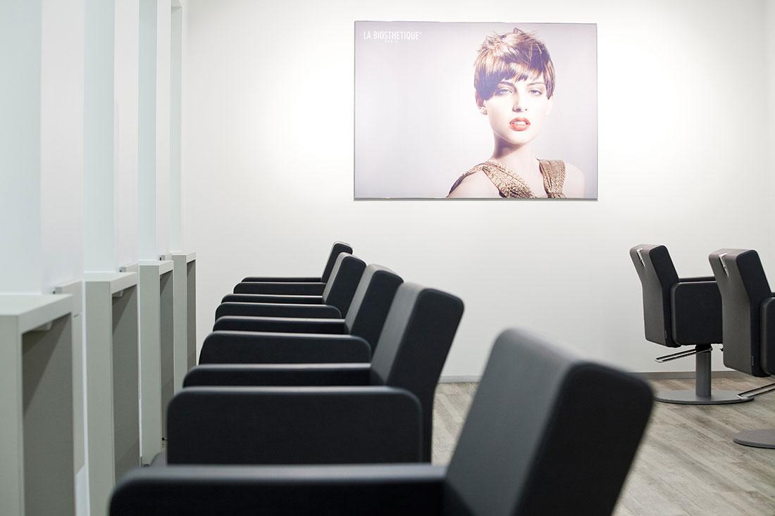 Friseureinrichtung, Friseurbedarf, Friseurstuhl, Bedienplatz