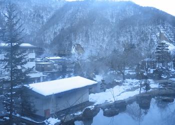 雪に包まれた山村