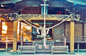 神社と賽銭箱