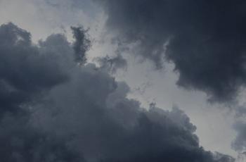 真黒な雨雲