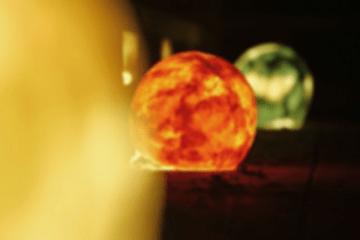 三色の丸い提灯