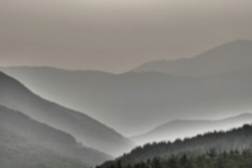 朧の中の山々