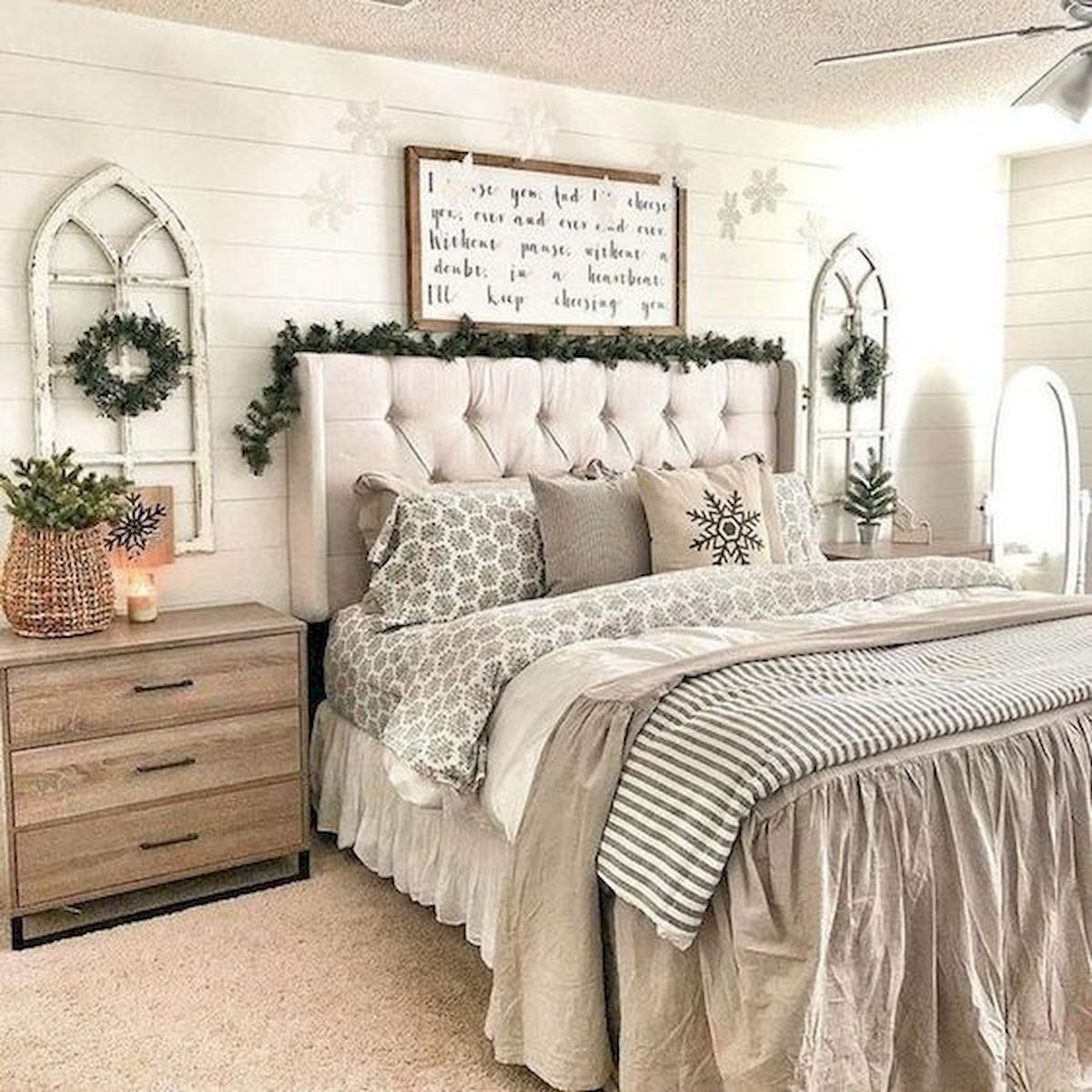 53 Farmhouse Wall Decor Ideas for bedroom (49)