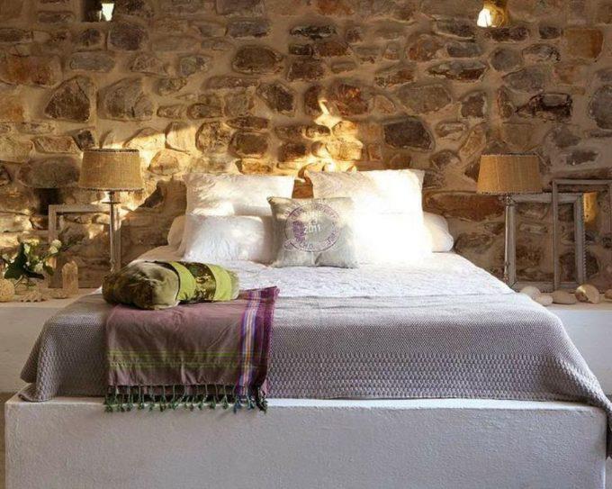 Grazie agli adesivi murali ideati per la camera da letto potrai scegliere la decorazione che più si addice al tuo carattere e allo stile della tua stanza. Decorare Una Parete Con Le Pietre In Camera Da Letto 20 Idee Per Ispirarvi