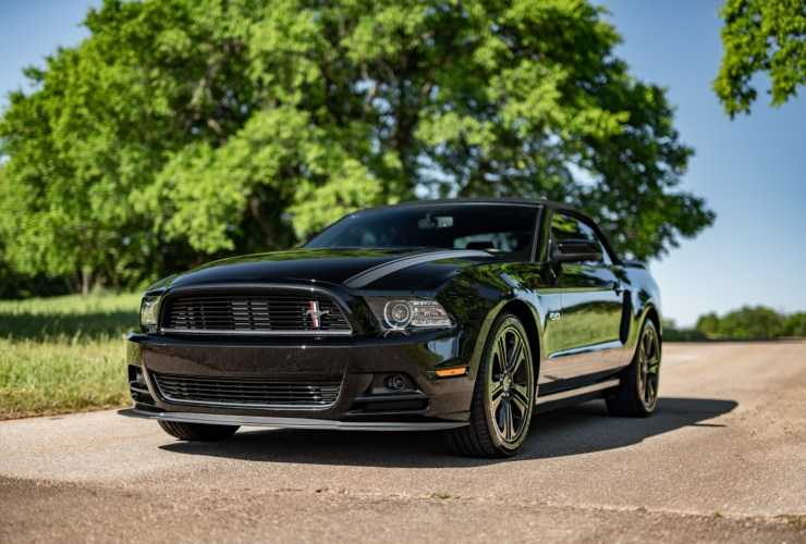 black 2014 ford mustang gt