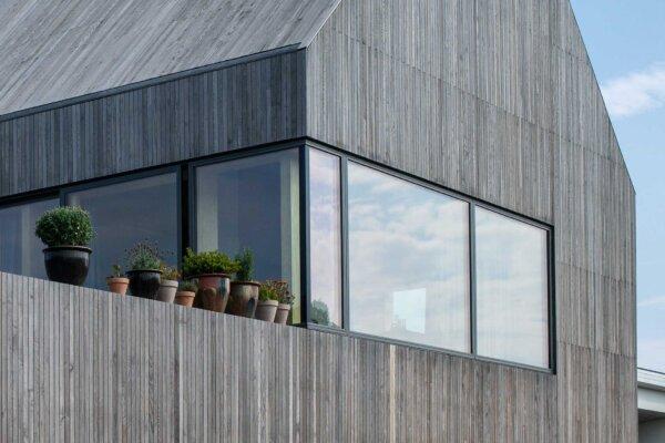 Villa Hyrsting med glas-til-glas hjørnevindue