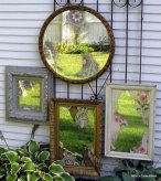 belle-deco-jardin-miroirs-vieux-tableaux