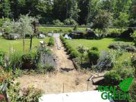Weg aus Granitplatten Erdarbeiten Einfassung