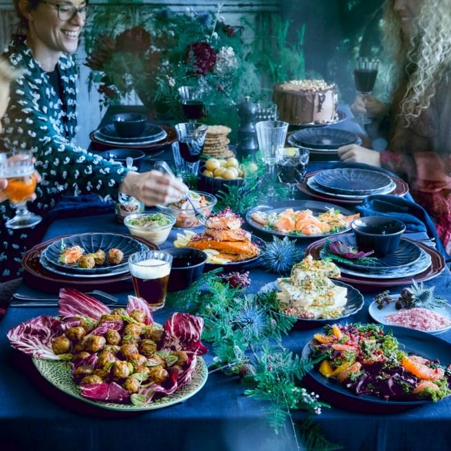 Kokoontuminen joulupöytään on juhlava yhdessäolon hetki. (kuva: IKEA)