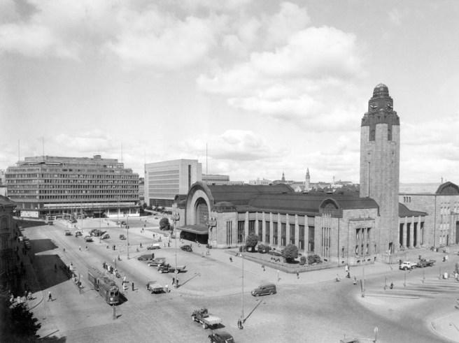 Helsinki railway station is one of the buildings designed by Eliel Saarinen. Image: Pietinen Aarne Oy / Helsinki City Museum.