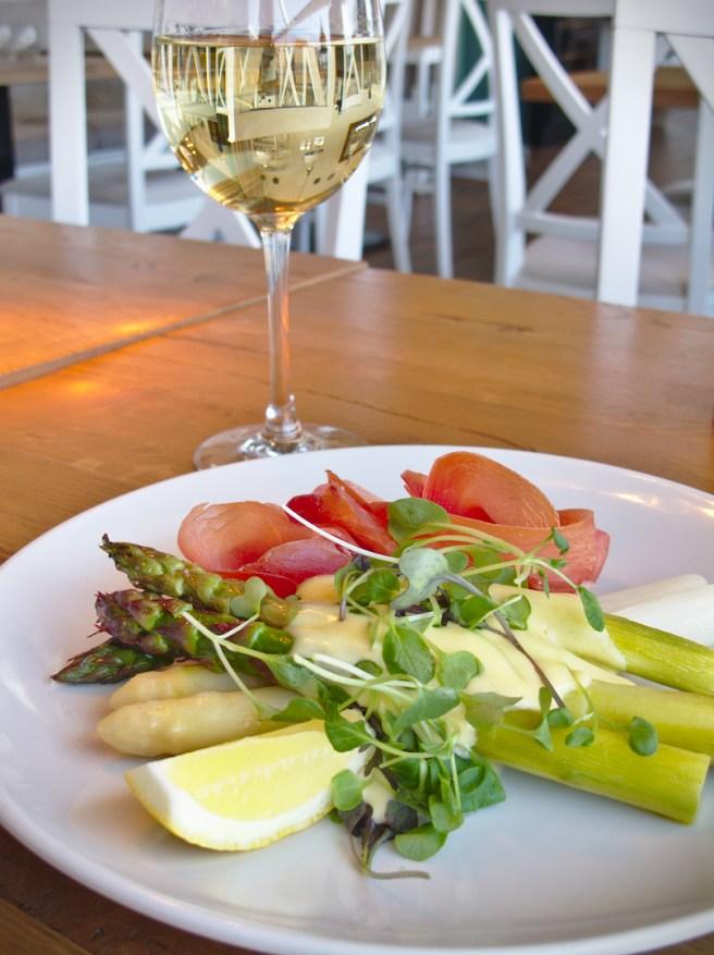 Hampton Bay on myös valinnut viinilistalleen useita parsoihin sopivia viinejä.