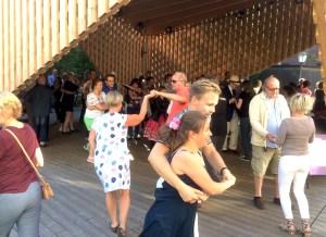 Kaupunkitanssit Annantalon A-lavalla. Kuva: Salla Korja-Paloniemi / Tanssiteatteri Tsuumi.