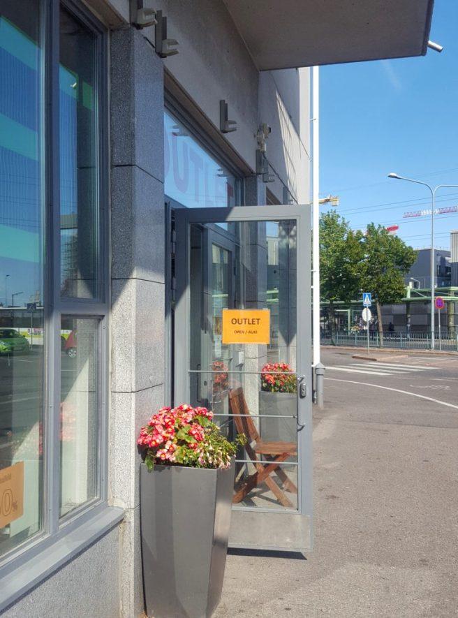 Feminett Outlet on avoinna Herttoniemen metroaseman läheisyydessä.