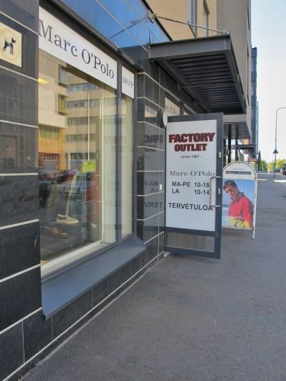 Marc O'Polo Factory Outlet sijaitsee Hitsaajankadulla Herttoniemessä.