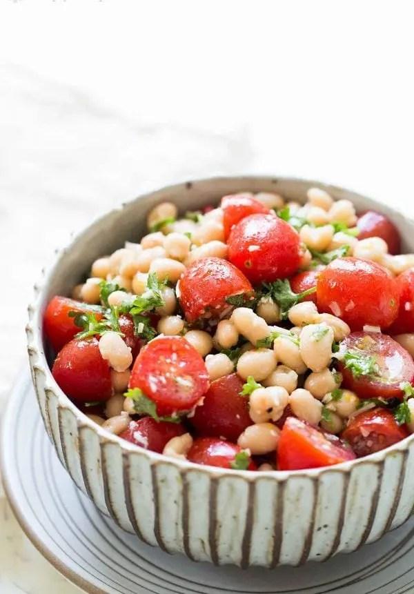Салат из белой фасоли и помидоров черри - Вкусные простые ...