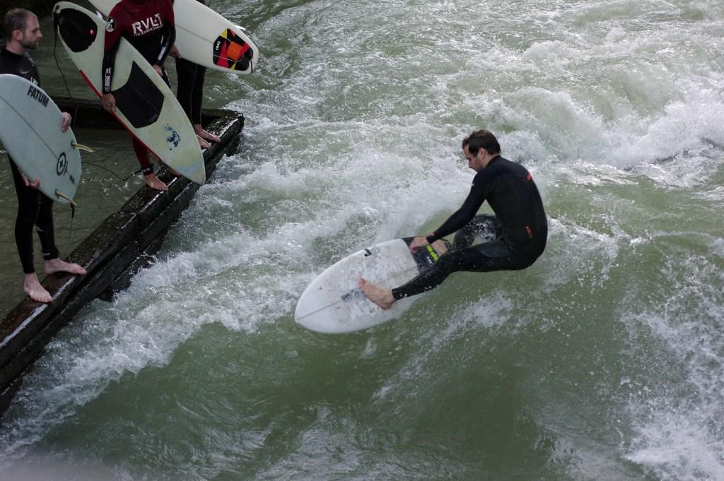 Eisbach surfing, Munich