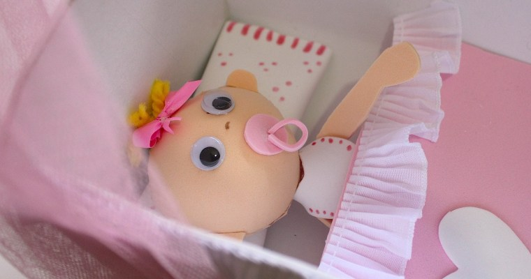 Cuna de muñecas con bebé de Goma Eva
