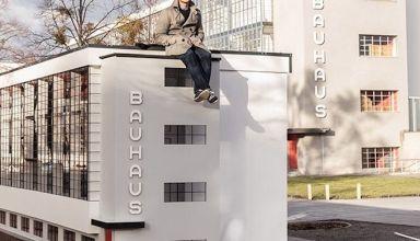 Bauhaus Spinning Triangles
