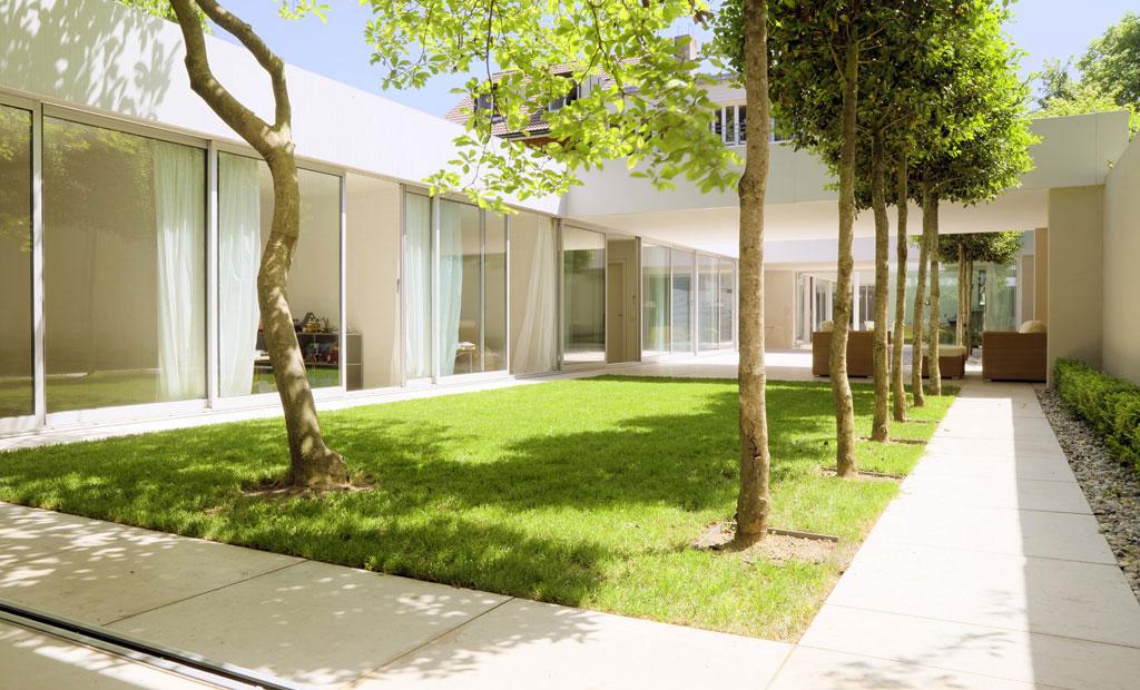 Atrium House In Munich By Harlaching Max Brunner Architekt 002 Ideasgn
