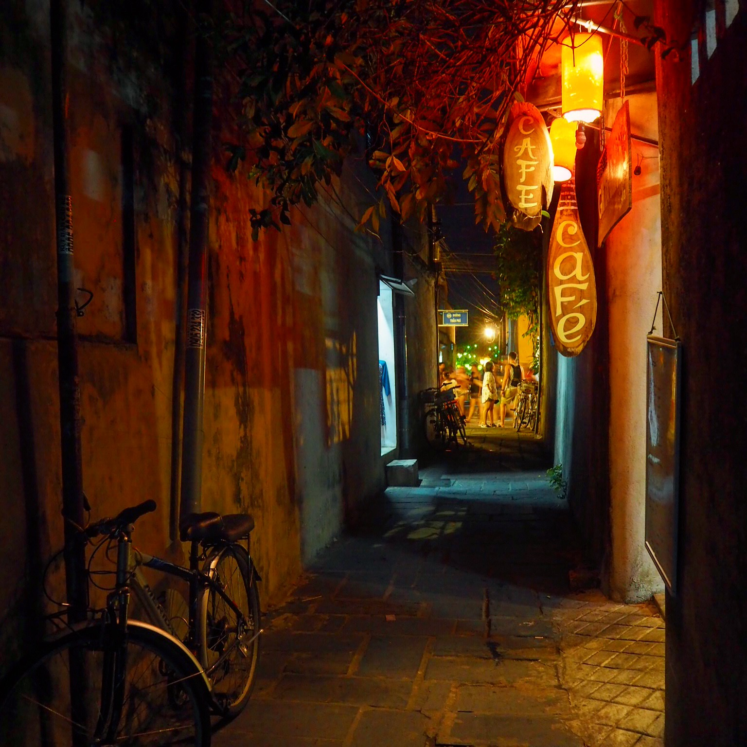 One of Hoi An's many alleyways