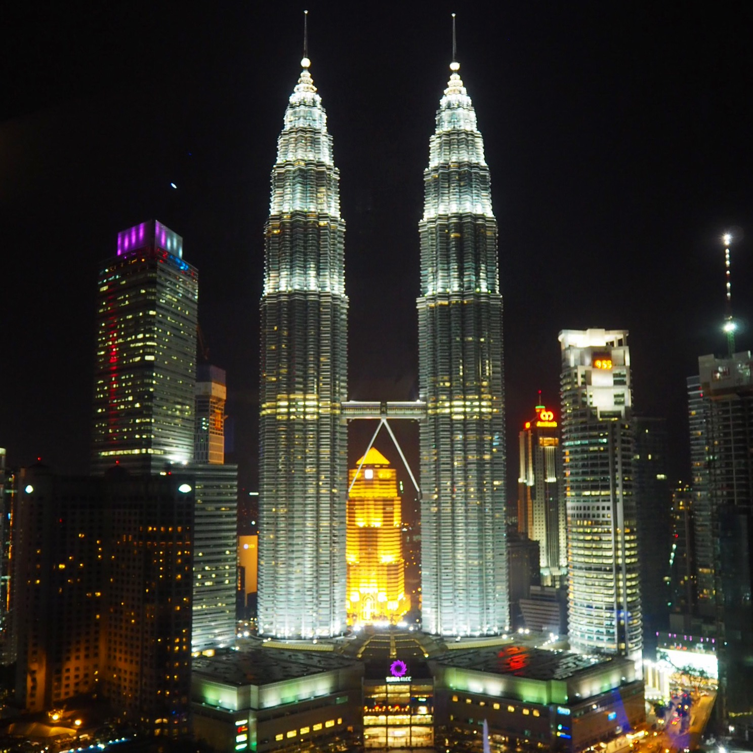 Amazing view of the Petronas Towers from Skybar