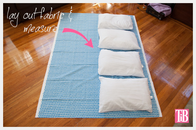 diy-pillow-lounger-lay-out-fabric