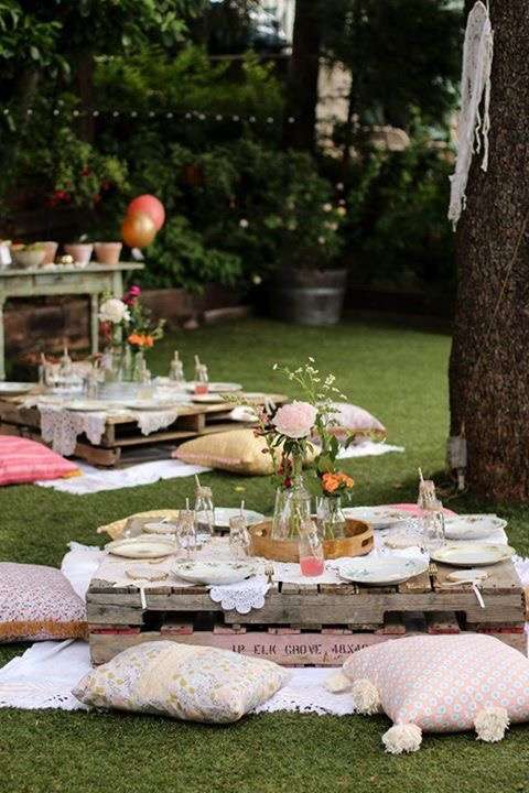Use wooden pallet tables