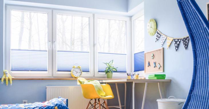 rolety plisowane w pokoju dziecka