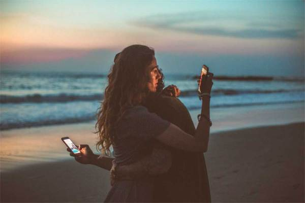 Social-Media-Plattformen-Paar